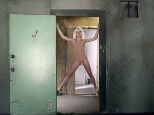 La narración del vídeo Sia – Chandelier